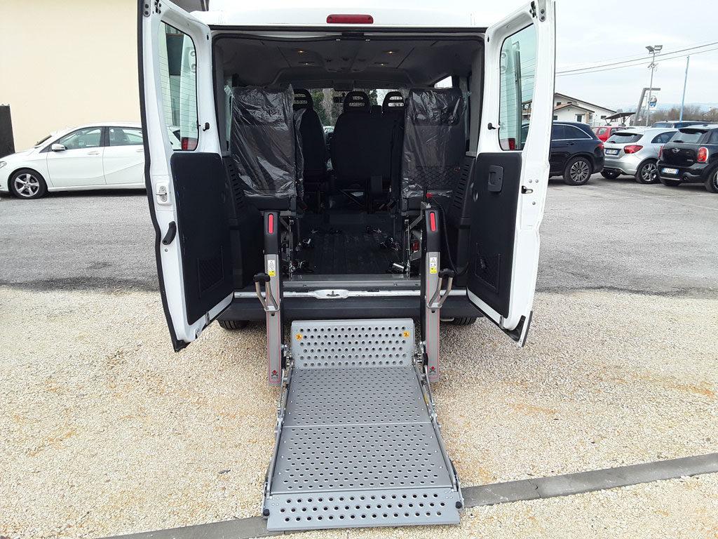 furgone Ducato per disabili con sollevatore elettrico